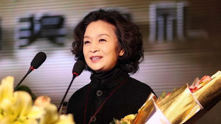 61歲劉莉莉丈夫近照,結婚多年恩愛如初,是你我熟悉的他