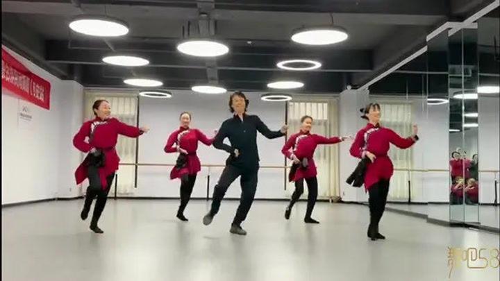 馬老師的《馬舞組合》超級嗨,左邊大姐都跳出了蒙古漢子霸氣!