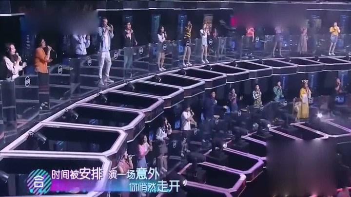 嗨唱起來:百人合唱《千里之外》,費玉清鎖定高曉松身影