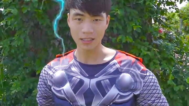 海妖頭動畫:超級英雄看到受傷的小朱,于是去幫助他!